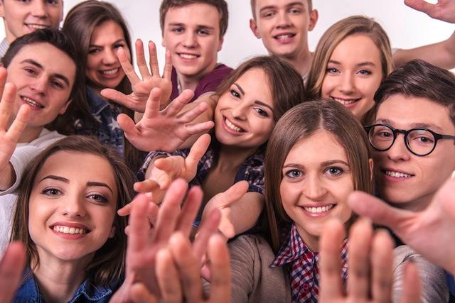 友人やクラスメートと挨拶